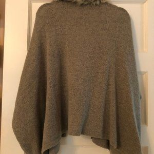 Mustard Seed Sweaters - Gray sweater with fur collar (detachable!)